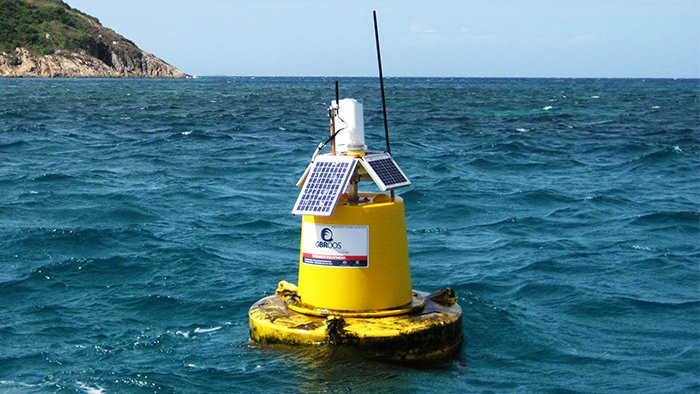 LIOS sensor buoy in the Lizard Island lagoon © Charlie Shuetrim